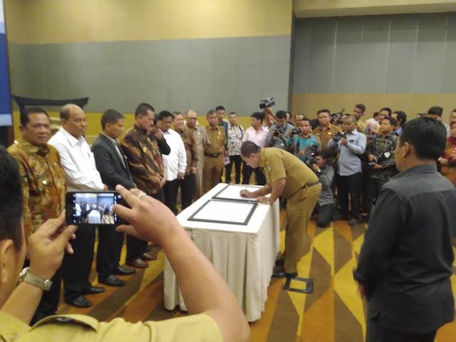 Penandatanganan Komitmen Pemerintah Daerah tentang SP4N-LAPOR.