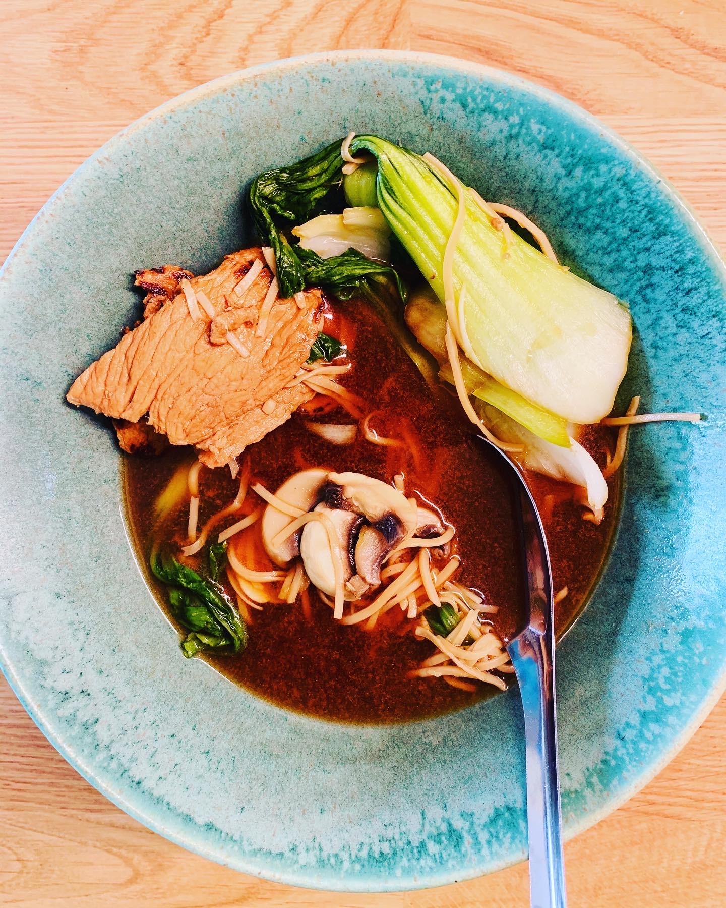 Chińska zupa ze schabem, pak choi i miodem