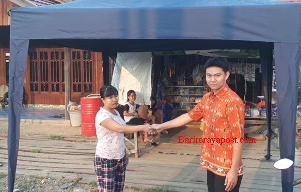 Disperidag Gumas Bagikan Tenda Untuk Dua Kecamatan