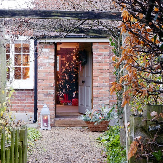 Country Front Door Decorations: Modern Country Style: Christmas Country Cottage Tour