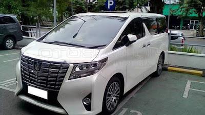 Toyota Alphard MPV exterior image
