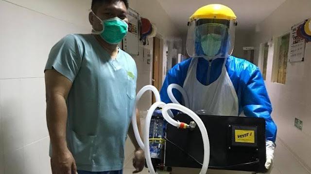 Dok. Foto: Tenaga kesehatan tampak sedang membawa produk Vent-I di RS Advent Bandung