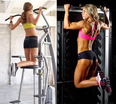 Dominadas en máquina y dominada libre para los músculos de la espalda para mujeres