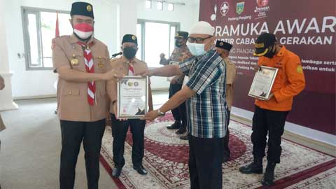 Kominfo Terima Penghargaan Pramuka Award Kwarcab 12 Padang Panjang 2021