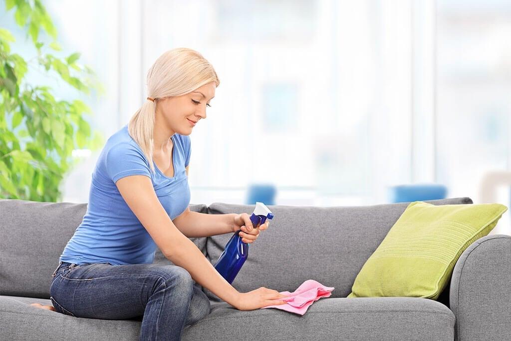 bagaimana-cara-membersihkan-sofa-kain
