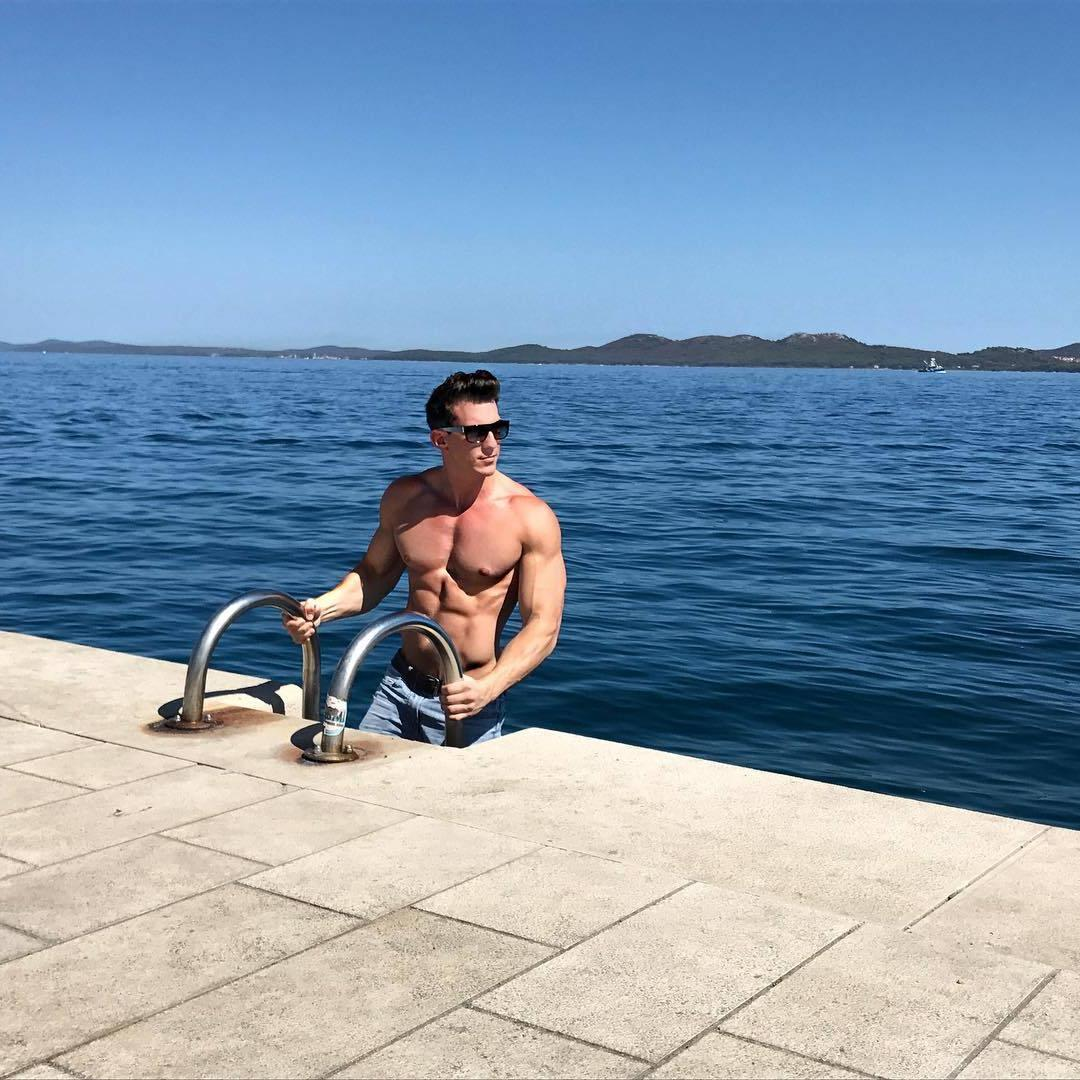 cool-swole-bare-chest-strong-muscle-dude-sunglasses-water