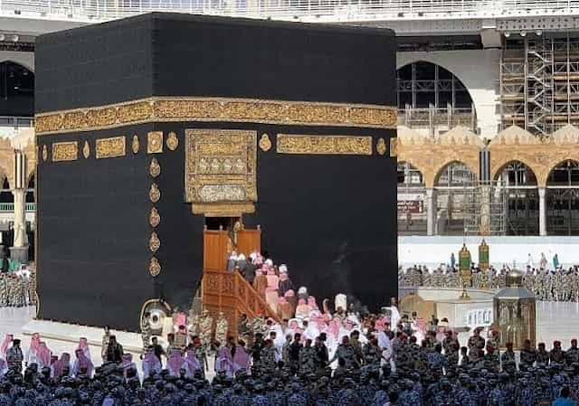 Makkah Region Governor washes the Holy Kaaba from Inside