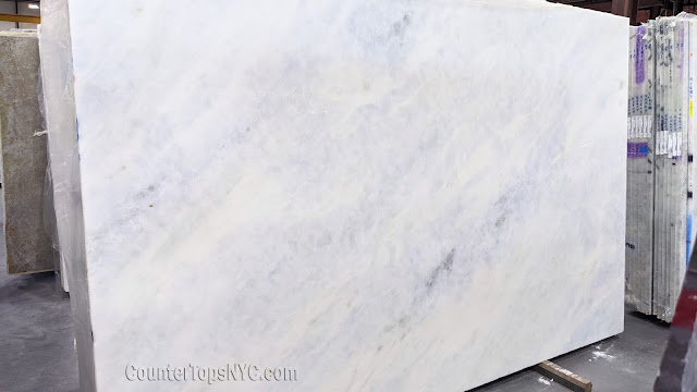 Branco Cintilante - Light Blue Marble NYC