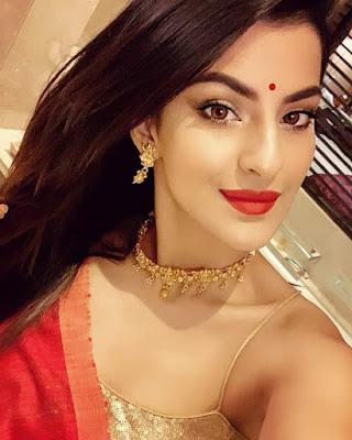 Sanjana Banerjee selfie images