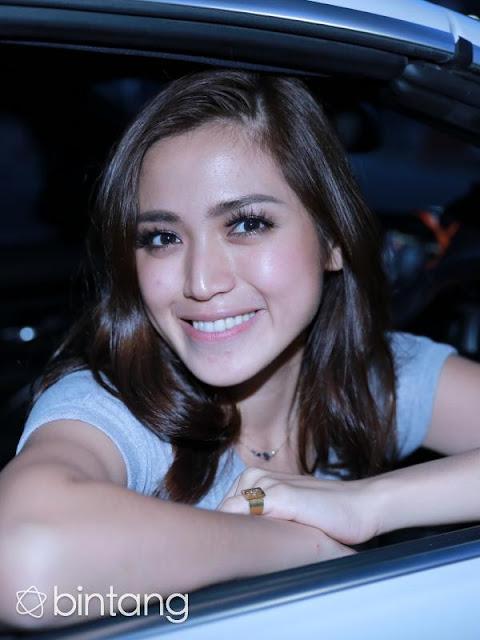 Gosip Terhangat - Jessica Iskandar Kesal Ayu Ting Ting Dekat dengan Raffi Ahmad