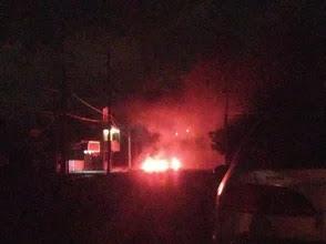 Residentes de Villa Duarte queman gomas por apagones