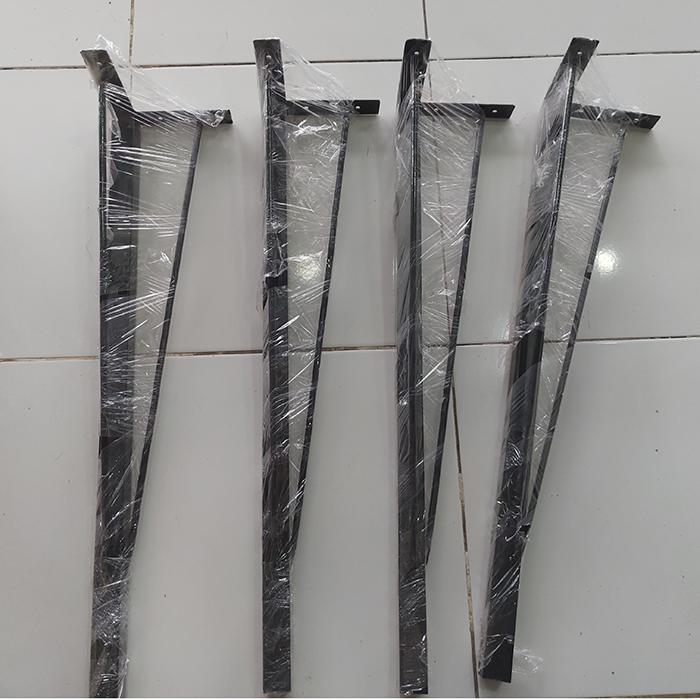 Chân bàn sắt ba cạnh trắng và đen sơn tĩnh điện rất chắc chắn cao 70cm