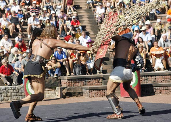Gladiadores Romanos Lutam na Cidade Suíça de Augusta Raurica