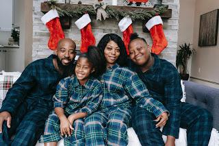 Família comemorando o Natal juntos
