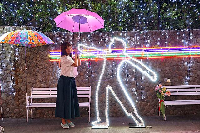 DSC06495 - 太平景點│臺中市屯區藝文中心傘亮花博裝置藝術,帶我走或把傘留給我