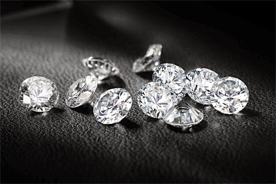 Diamantes artificiais feitos de cinzas e restos mortais