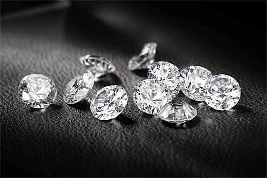 Diamantes artificiais feitos de cinzas e restos mortais