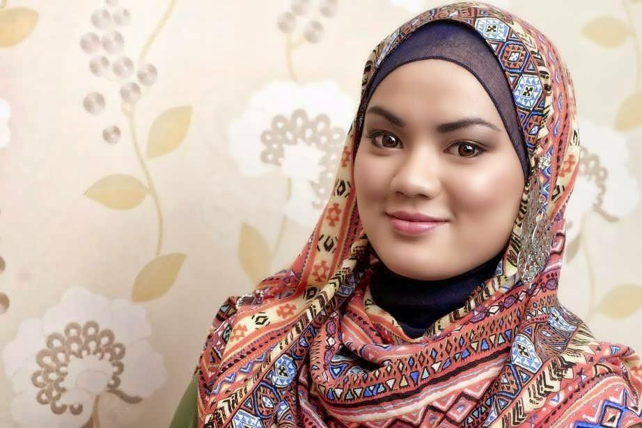 29 koleksi foto cewek hijabers yang anggun dan mempesona