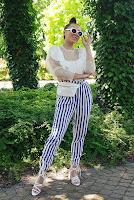 https://www.karyn.pl/2020/07/biae-sandaki-i-pasiaste-spodnie.html