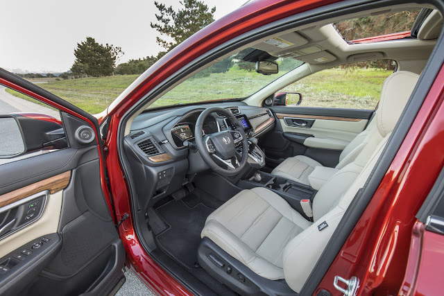 Interior view of 2017 Honda CR-V AWD
