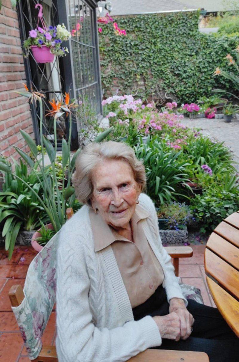 Leonor Oyarzún, viuda de Aylwin, resistió el Covid-19 con 101 años