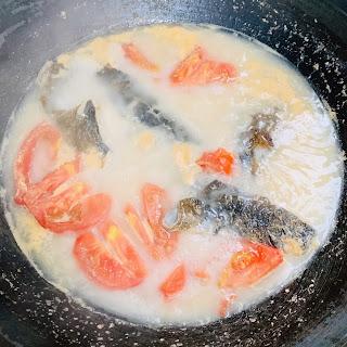 BB班廚藝湯水分享 ~ 蕃茄三文魚頭湯