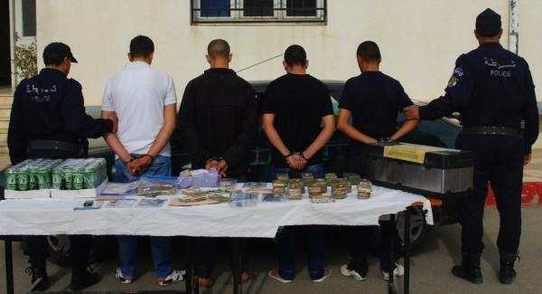 توقيف 24 شخص حاولوا ترويج 10 كلغ من القنب الهندي بالشلف