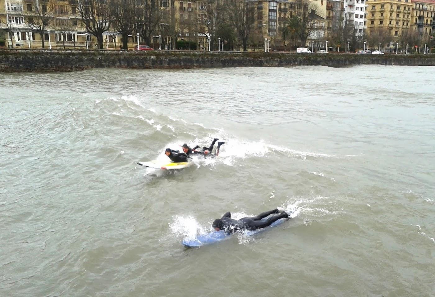 surfeando en el urumea tandem+(2)
