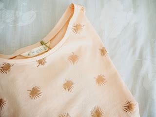 photo--novedades-niña-camiseta-mango-hojas
