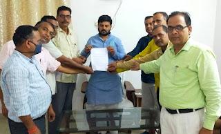 तदर्थ प्रधानाचार्यों ने भाजपा जिलाध्यक्ष को सौंपा ज्ञापन  | #NayaSaberaNetwork