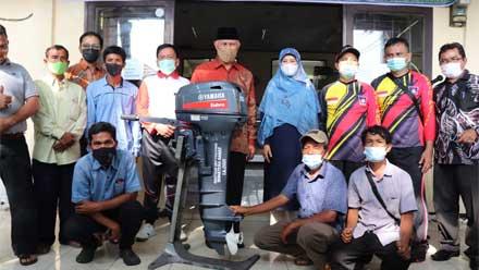 Nelayan Sumbar Dapat Bantuan Mesin Tempel dan Motor Roda 3
