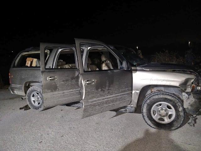 Fotos: En la Yukon, Sicarios Estatales son atacados por convoy de Camionetas en Río Bravo, Tamaulipas sicarios heridos y desangrándose abandonan camioneta y salen huyendo