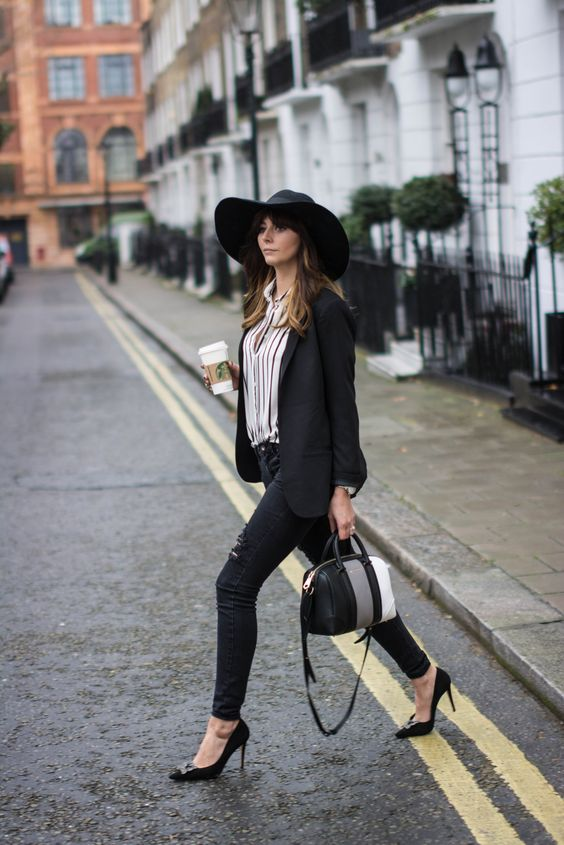 BLACK COURT HEEL OUTFIT
