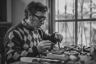 Pembuat perhiasan yang berkompeten