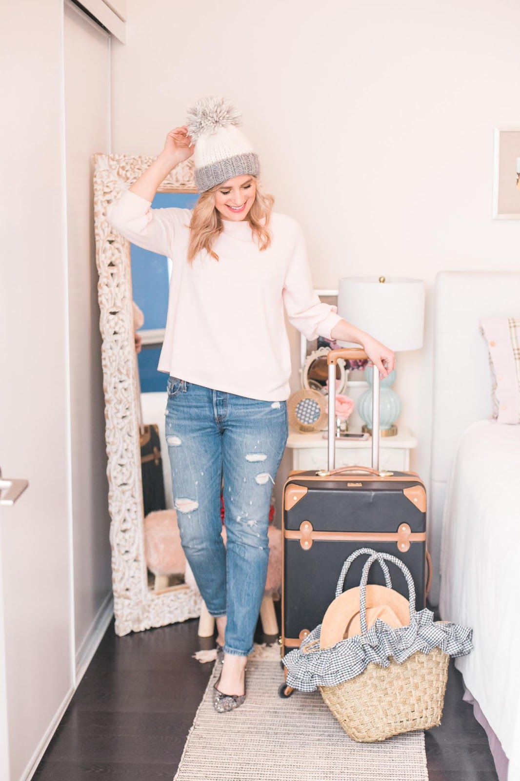 Bijuleni - Traveling Light: 5 Rules to Help You Pack Less