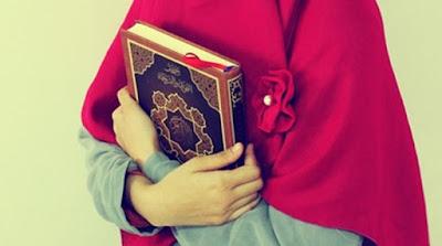 Bolehkah Wanita Yang Datang Bulan Membaca Alquran?
