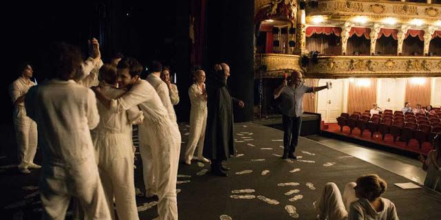 البداية-من-المسرح