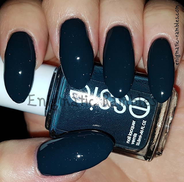 Swatch-Essie-Mind-Your-Mittens