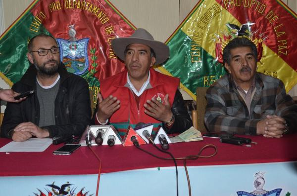 Clemente Gutiérrez es el aliado al MAS que actúa con su grupo en cada evento gubernamental de plaza Murillo / CAMBIO