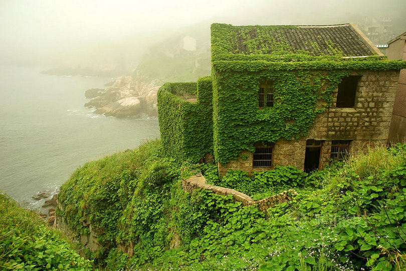 fishing village, fish village, houtouwan, shengsi island, gouqi island, gougi island, houtouwan china, abandoned chinese fishing village, abandoned fishing village china, shanghai islands, coastal village, ghost village, abandoned houses, green paradise