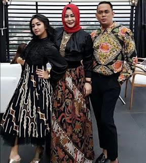 Gamis-Pesta-Batik-Kombinasi-Brokat