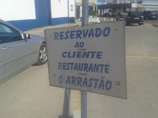 "Parque estacionamento do Restaurante ""O Arrastão"""