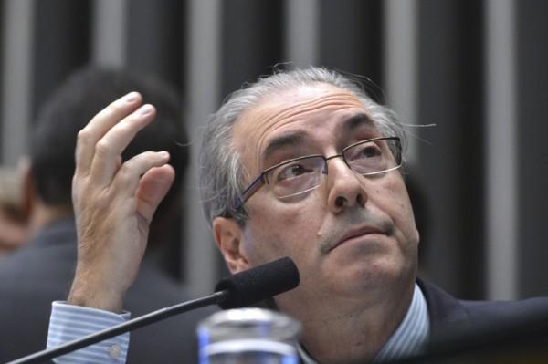 Imprensa internacional revela que política brasileira virou briga de foice (Opinião e Notícia)