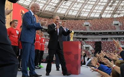 Vladimir Putin with FIFA President Gianni Infantino.