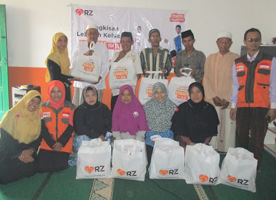 Dewan Guru Madrasah Al-Jauharotunnaqiyyah Sambirata Beserta Guru SD Juara Cilegon dan Tim RZ Berfoto Bersama