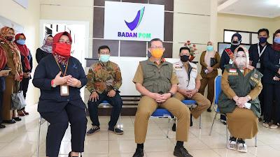 Sekdaprov Lampung Tinjau Laboratorium Pengujian Covid-19 di Laboratorium Balai Besar POM Bandar Lampung