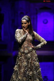 Sonam Kapoor Bollywood ~ .xyz Exclusive 005.jpg