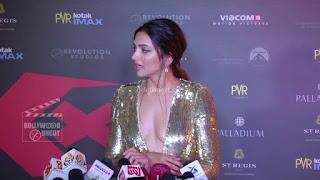Deepika Padukone Promoting   Return of Xander Cage in India in Golde Gown 81 .xyz.jpg