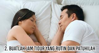 Buatlah jam tidur yang rutin dan patuhilah