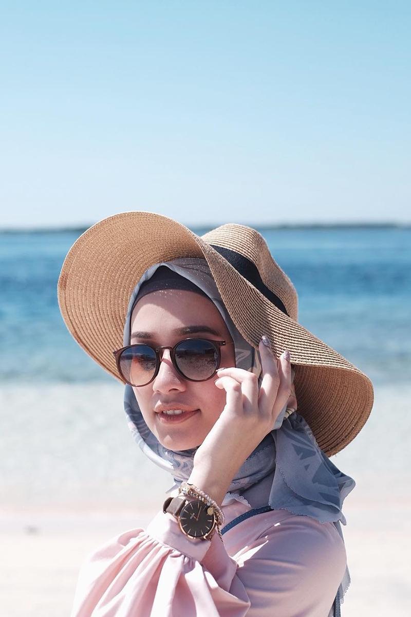 Gaya Foto Di Pantai cewek manis dan imut